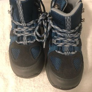 Youth hiking boots. Like new, size 3
